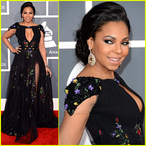 ashanti-grammys-2013-red-carpet