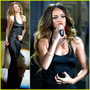 rihanna-grammys-2013-performance-of-stay-watch-now